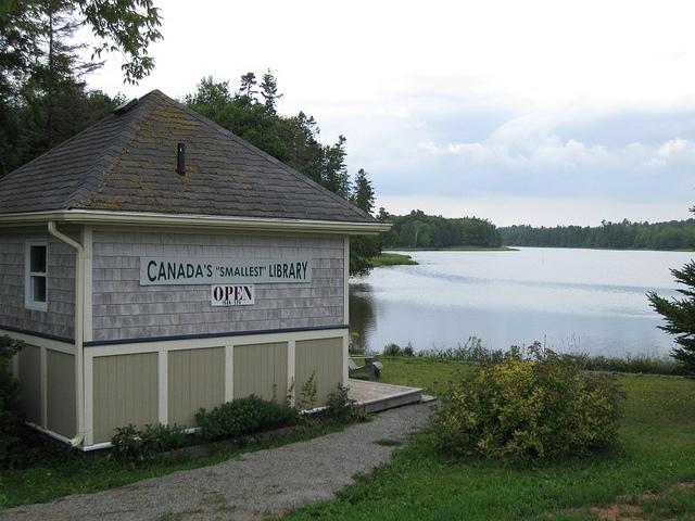 plus petite bibliothèque canadienne